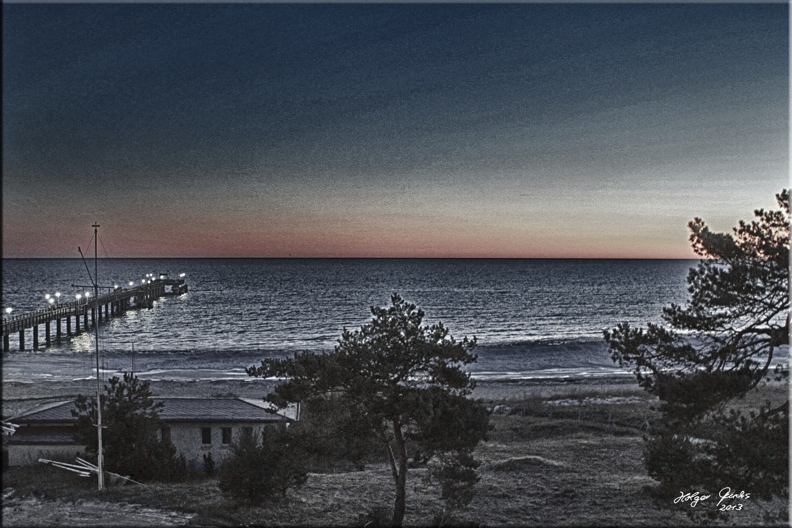 Die Stunde zwischen Nacht und dem Morgen an der Seebrücke Binz / Insel Rügen