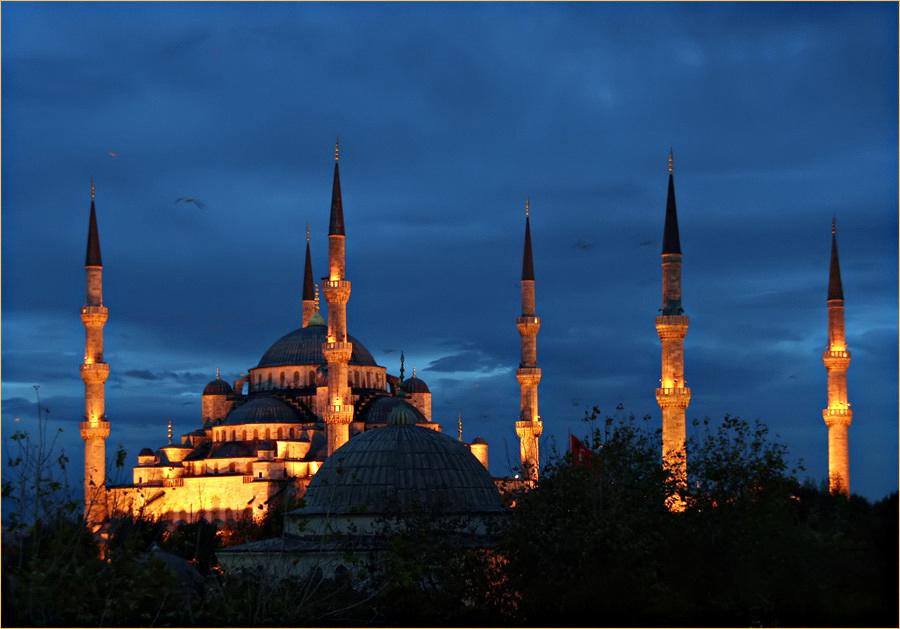 Die Sultan Achmed Camii - Blaue Moschee am Abend.....Märchen aus 1001 Nacht