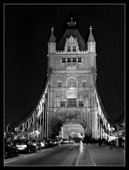 Die Tower Bridge in der Nacht