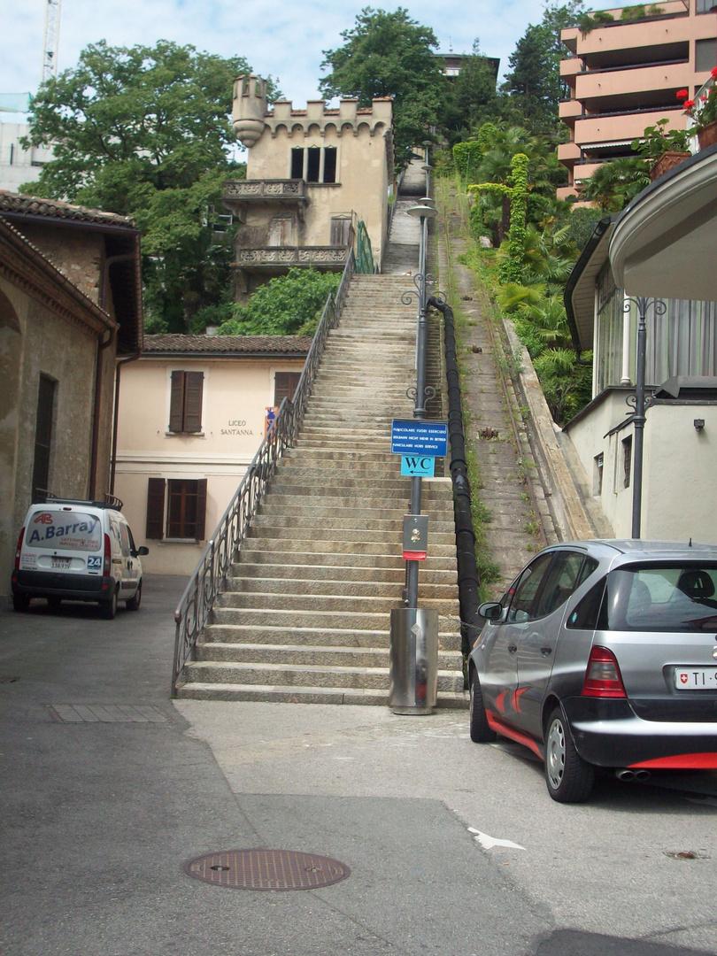 Die Treppe zur Altstadt in Lugano