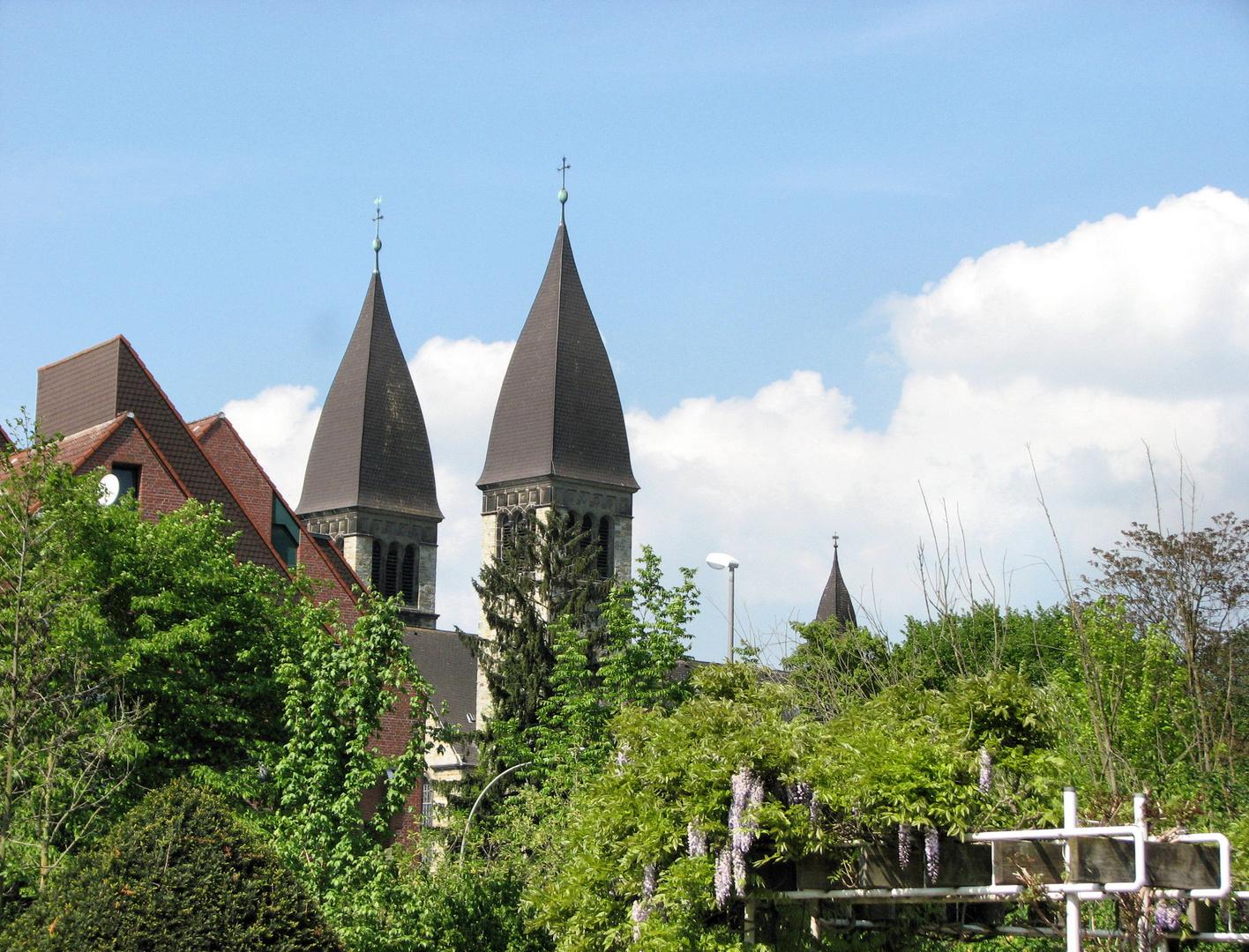 die Türme der Clemenskirche In Rheda NRW