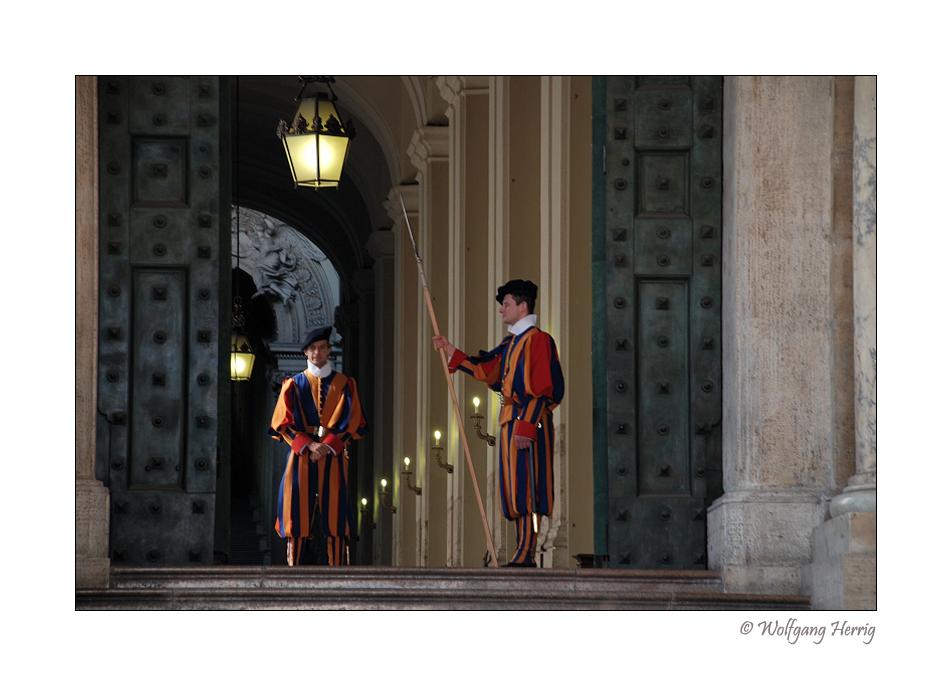 Die Türsteher der heiligen Hallen