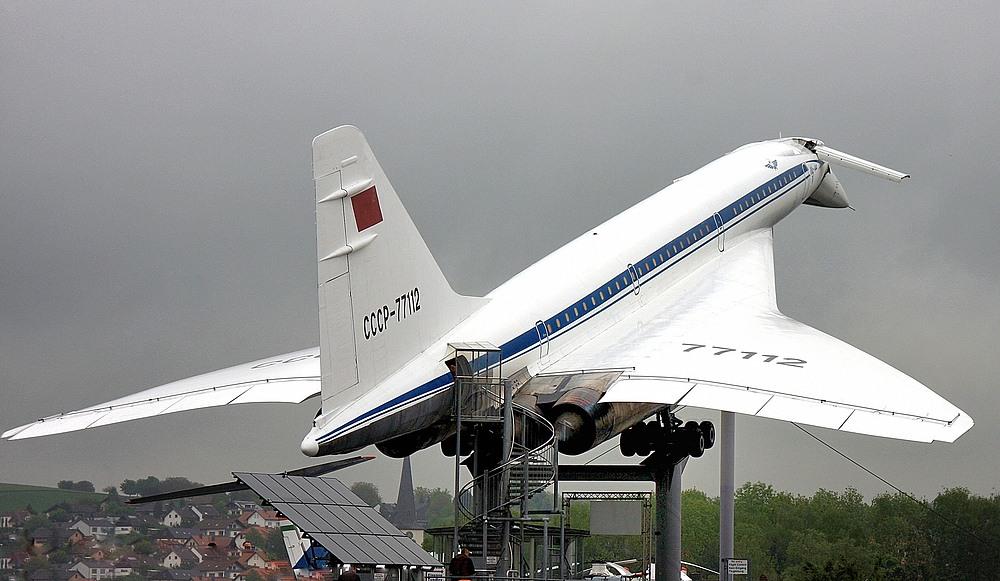 Die Tupolew Tu-144 war das erste Überschallverkehrsflugzeug...