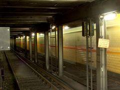 Die U-Bahn vom Bahnhof Zoo