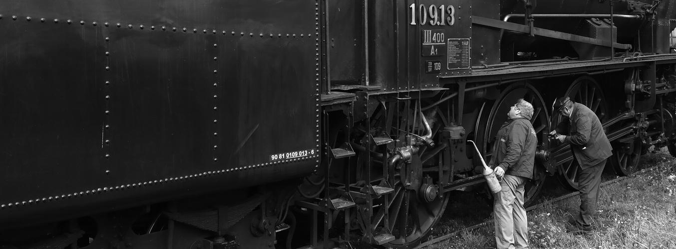 Die Überprüfung der Lok vor der Rückfahrt