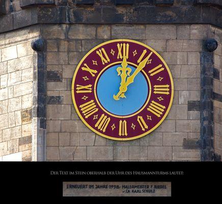 Die Uhr am Hausmannsturm des Dresdner Schlosses
