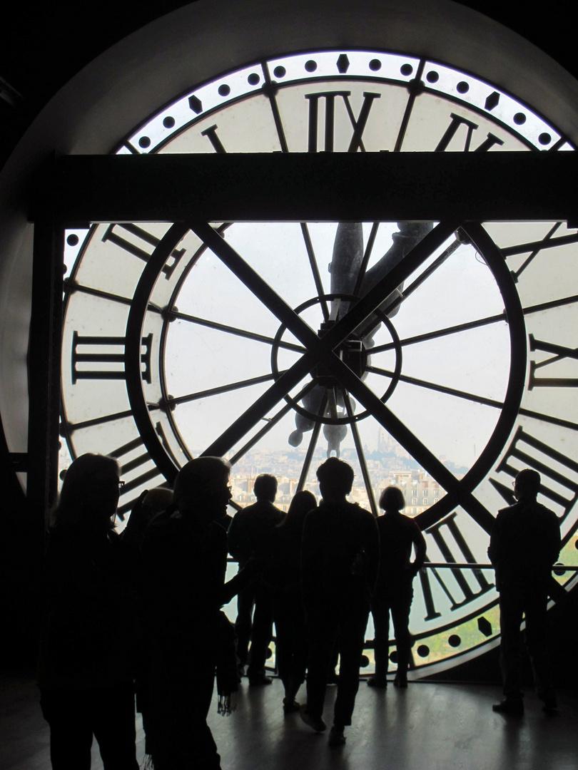 Die Uhr schlägt. Alle.