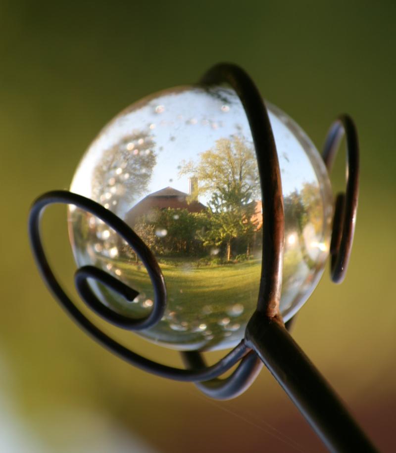 Die (Um)Welt zeigt sich in Form einer Kugel