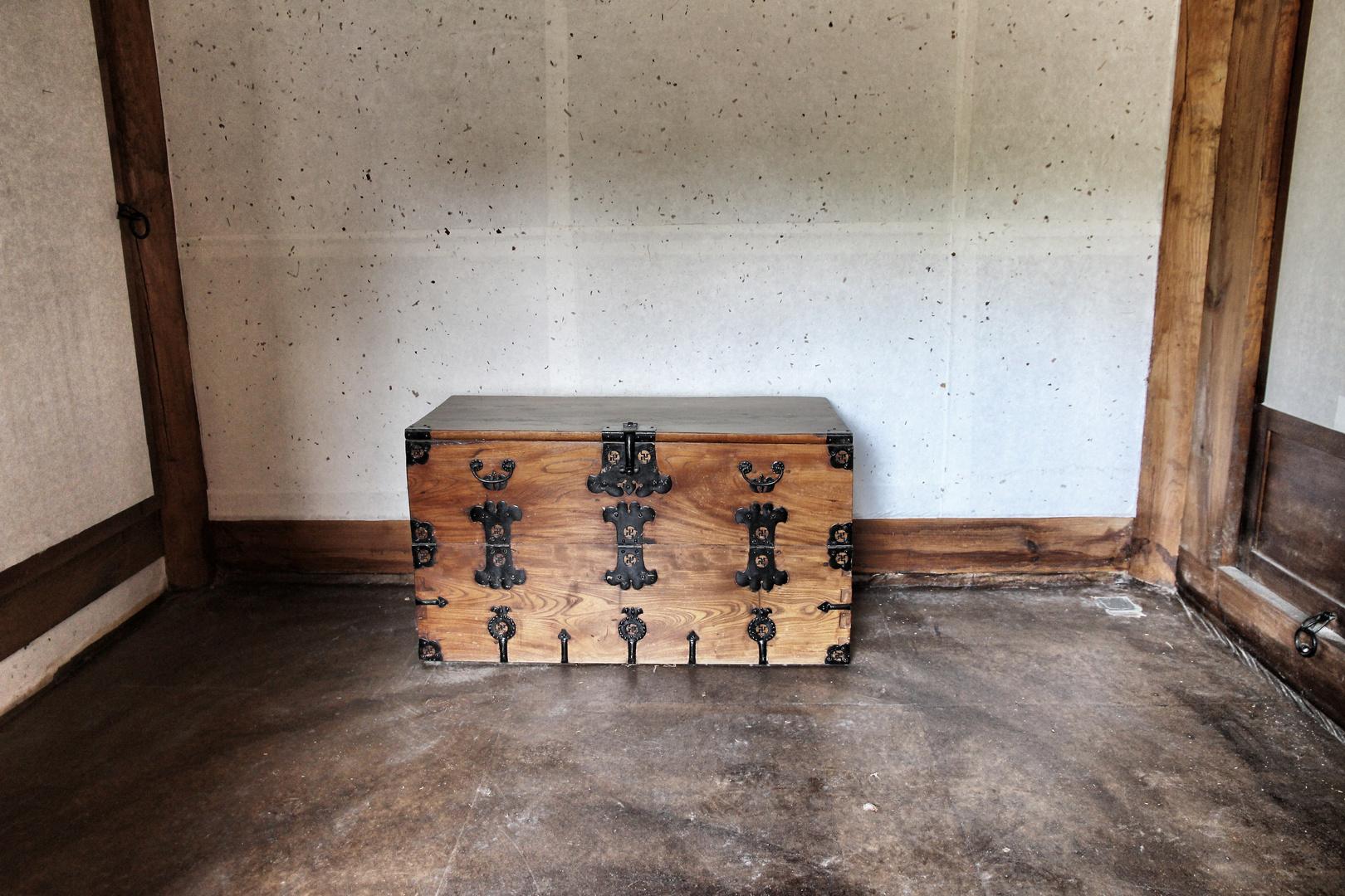 Die vergessene Holztruhe