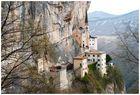 die Wallfahrtskirche in der Felswand