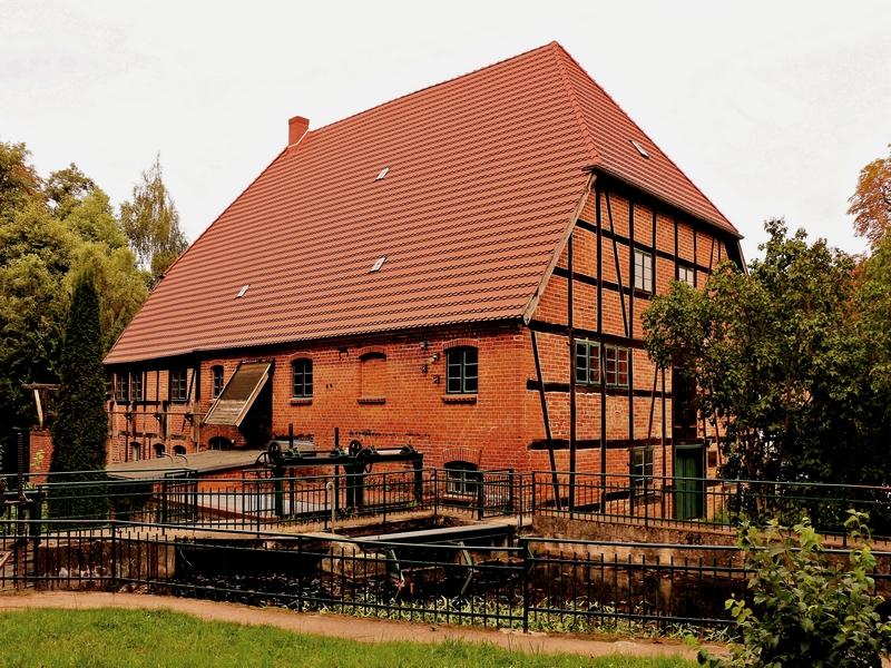Die Wassermühle in Kuchelmiß in Farbe