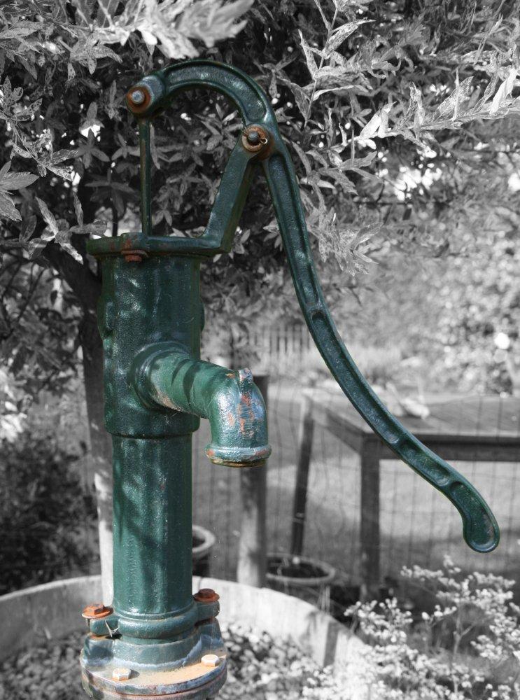 Die Wasserpumpe im Garten