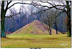 Die Wasserpyramide in Branitz  ..