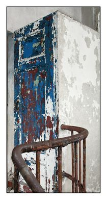 Die weiße blaue rote Tür