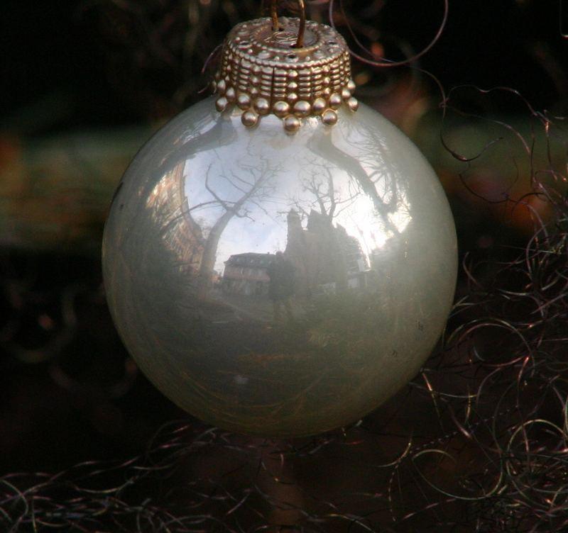 Die Wekt ist eine Kugel - Der Dom auf den Resten des Weihnachtsmarktes