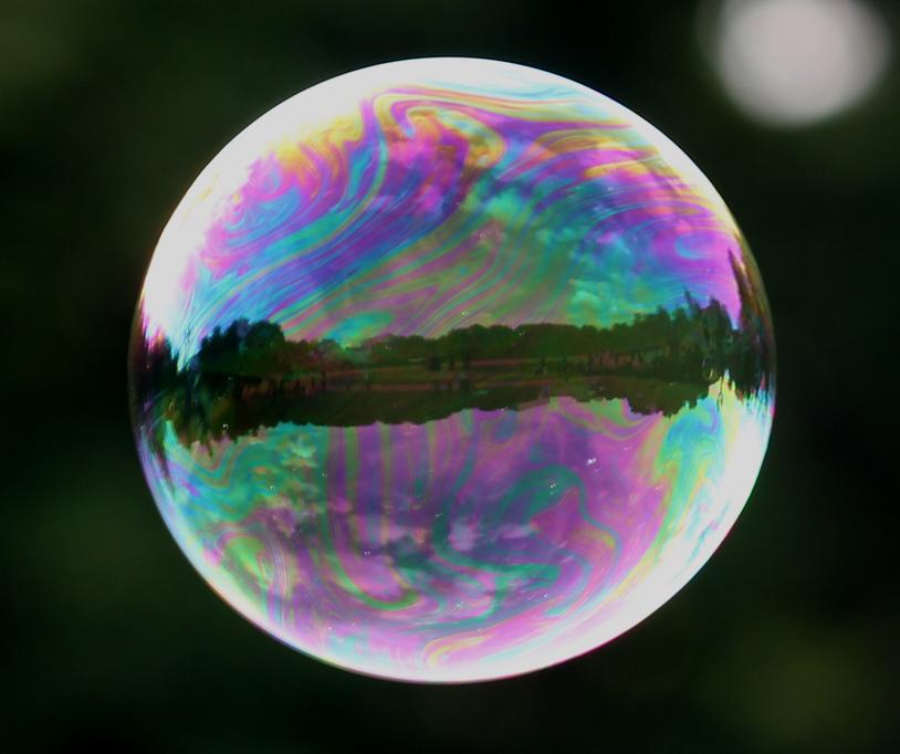 Die welt in einer seifenblase foto bild europe baltic for Seifenblasen auf englisch
