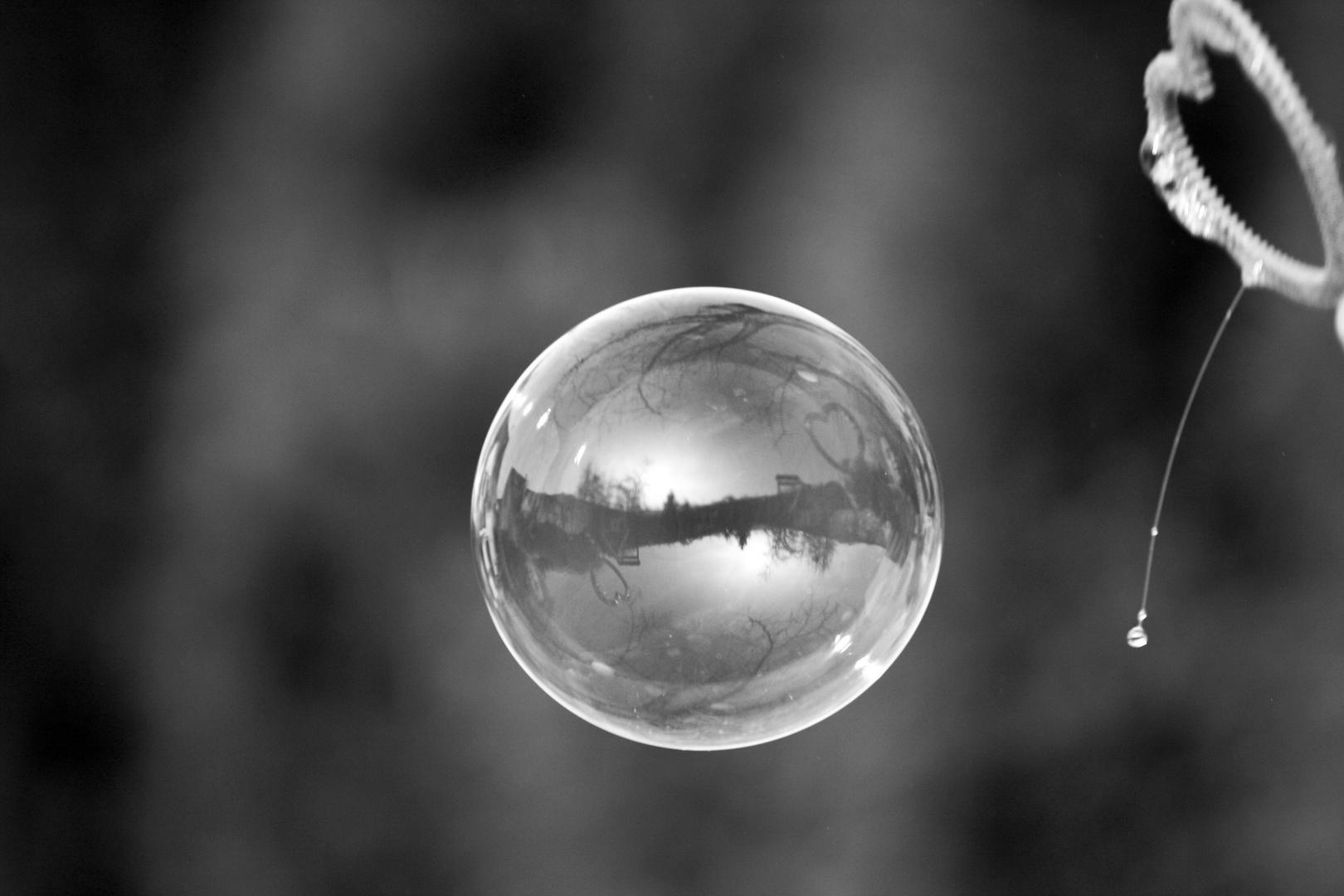 Die Welt in einer  Seifenblase weggepustet....