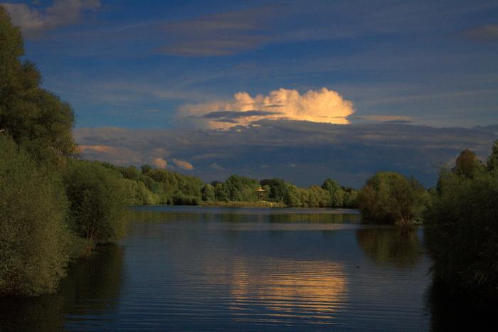 * die Wolke *