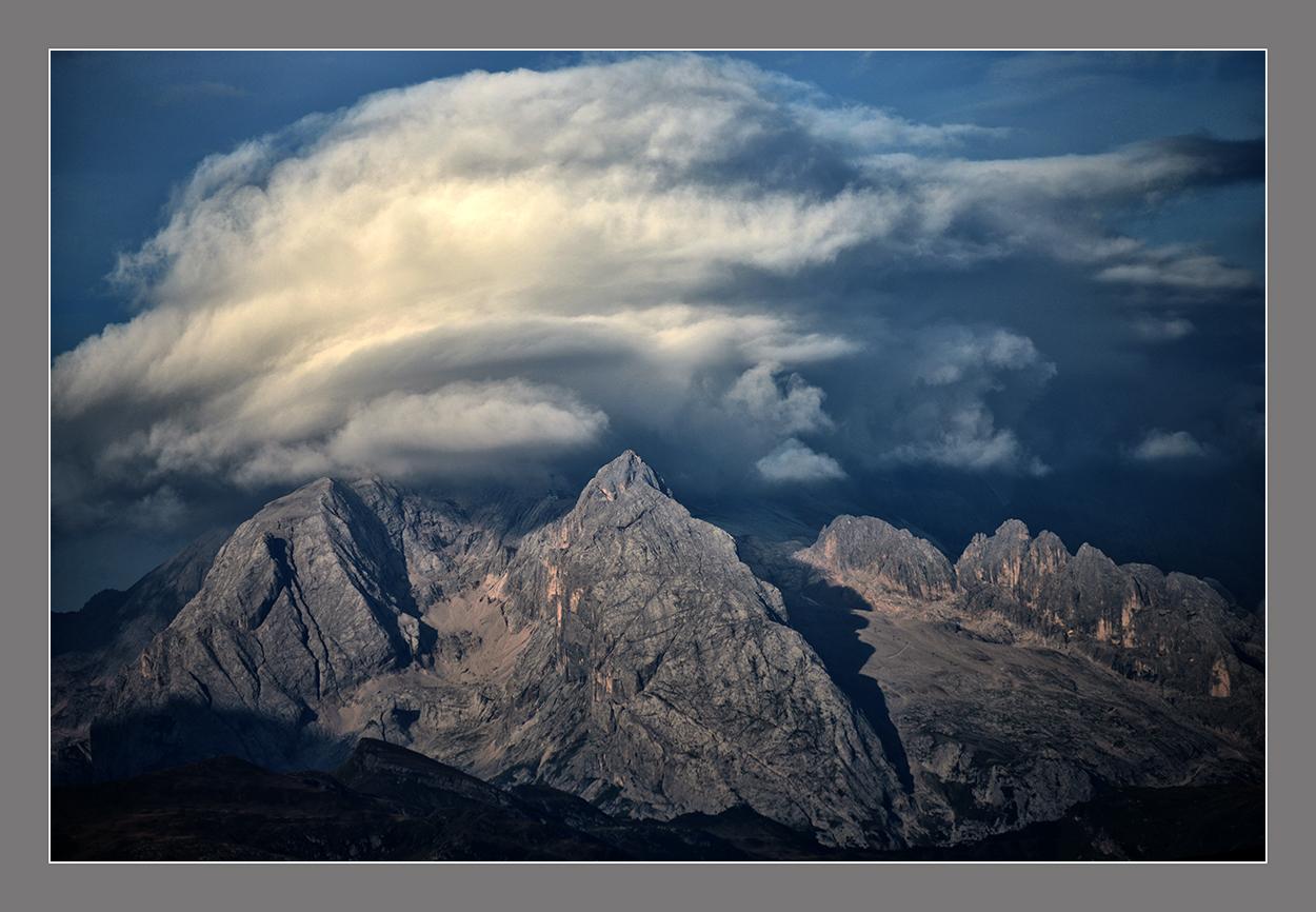 Die Wolken über der Marmolada