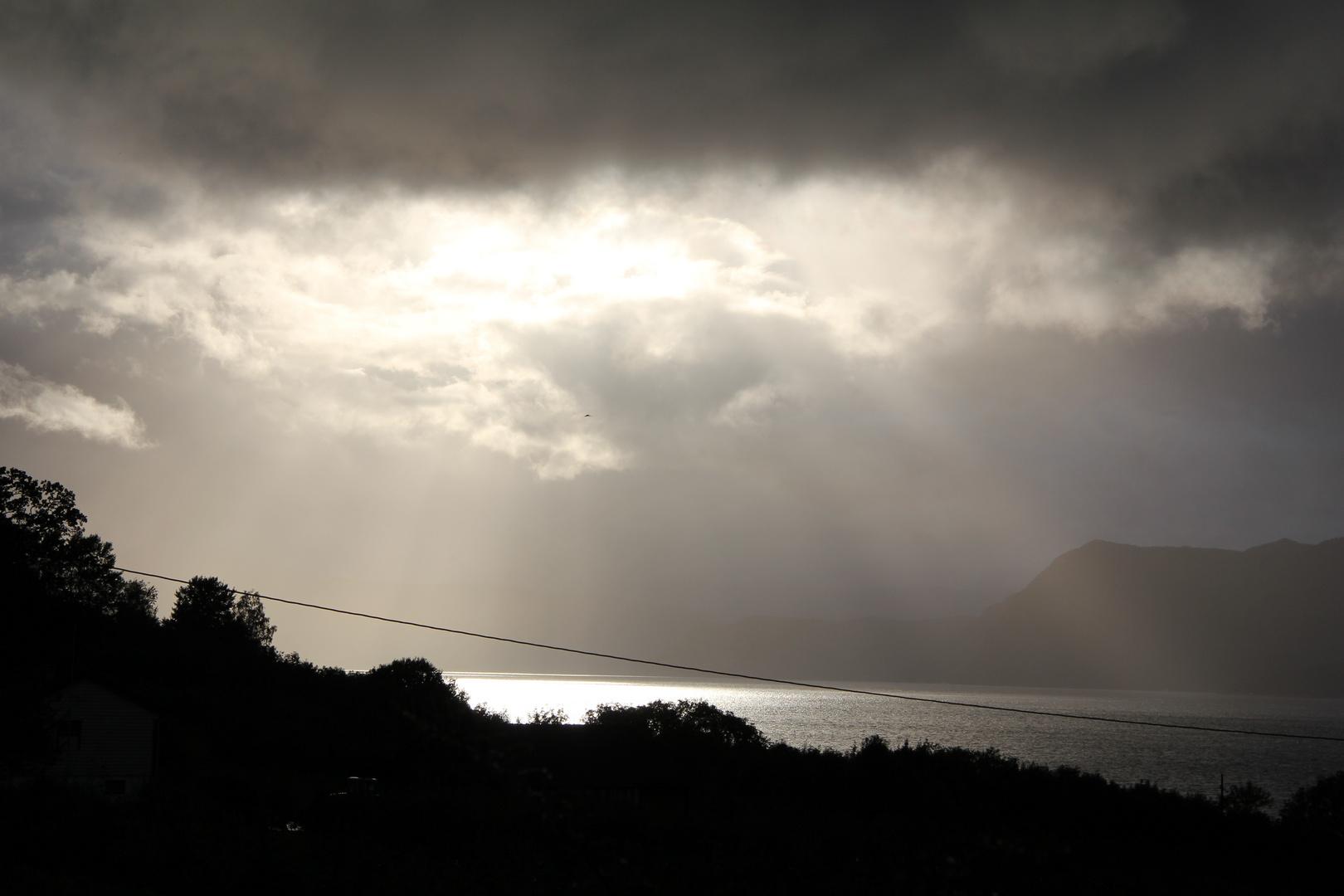 Die Wolkendecke reißt auf