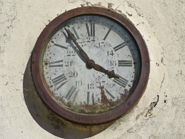 Die Zeit steht am alten Bahnhof