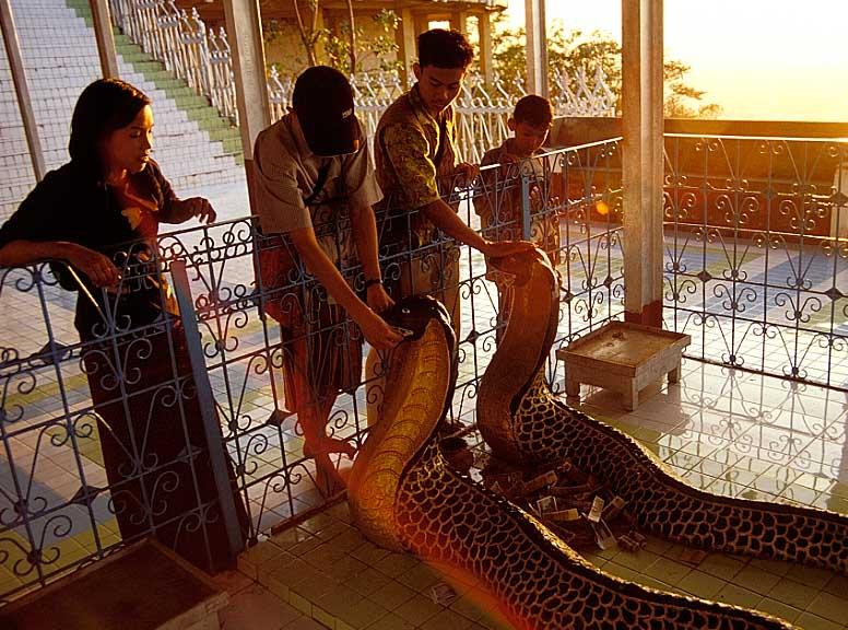 Die Zwei-Schlangen-Pagode auf dem Mandalay Hill