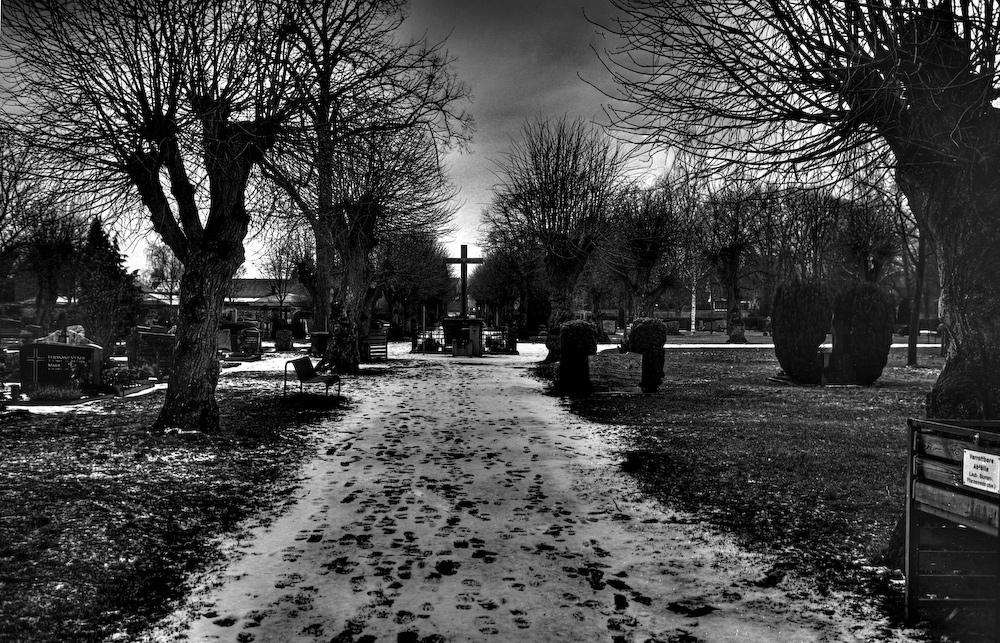 Dieburger Friedhof im Schneematsch