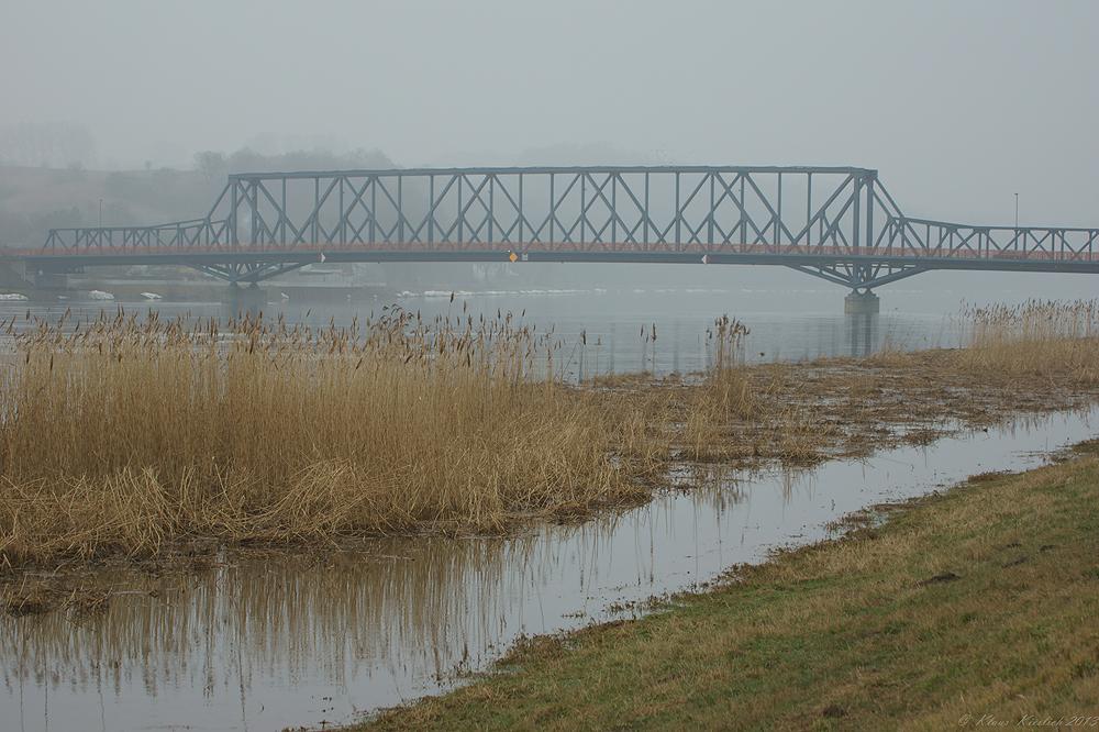 Diese Oderbrücke verbindet Schwedt mit Polen