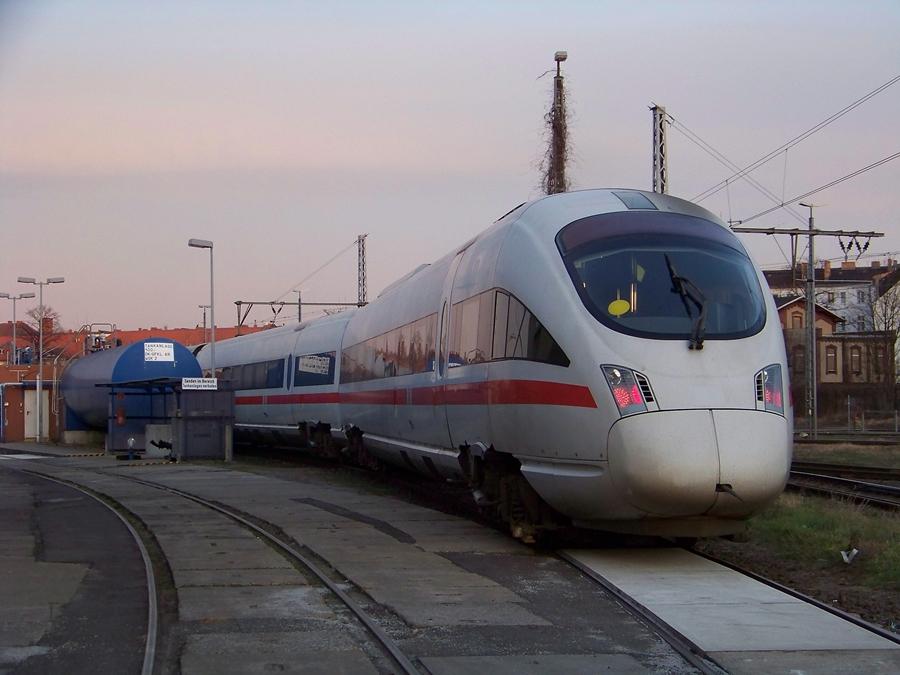 Diesel-ICE an der Tankstelle in Berlin Lichtenberg