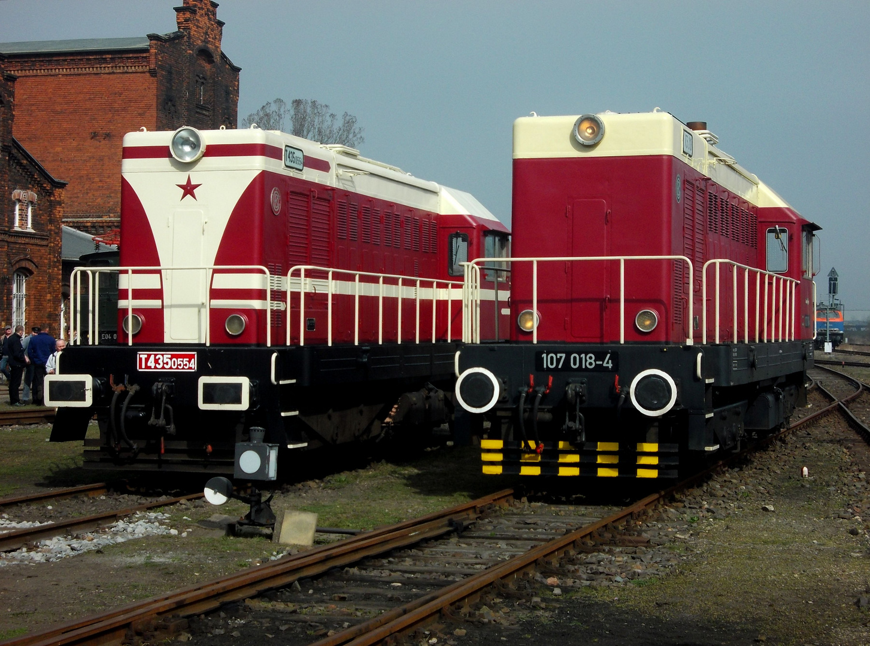 Diesellok T435 und BR 107 als Gastlokomotiven beim Dampflokfest in Staßfurt am 28. und 29.03.