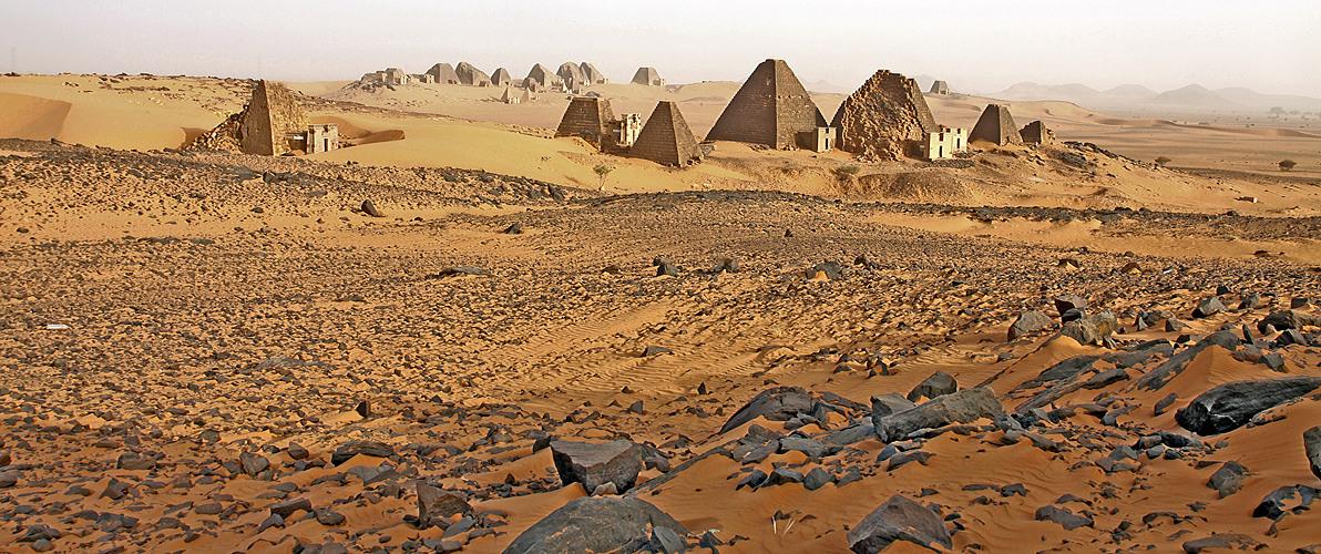 Dieser Anblick auf das südliche und in der Ferne nördliche Pyramidenfeld faszinierte mich sehr …