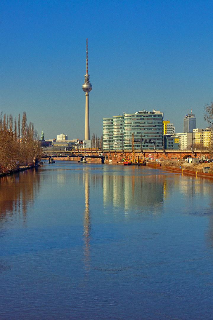 Dieser Tage in Berlin , mittlerweilen ist alles trüb , grau und kalt ..