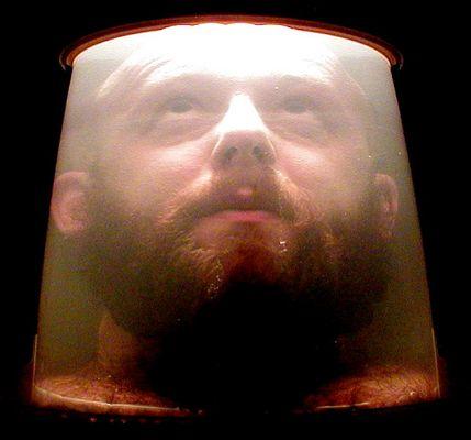 Dieses Selbstportrait ist im Eimer.