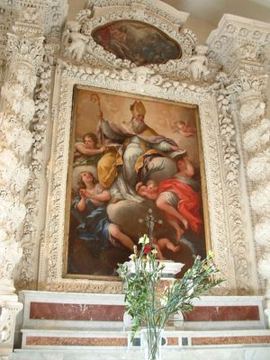 Dietro l'altare