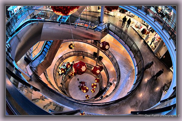 Different levels in mall, Helsinki 2009