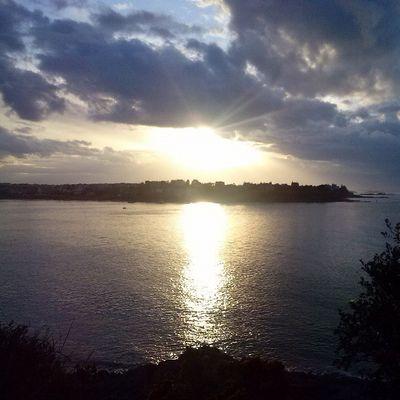 Dinard vue de Saint Malo au coucher du soleil