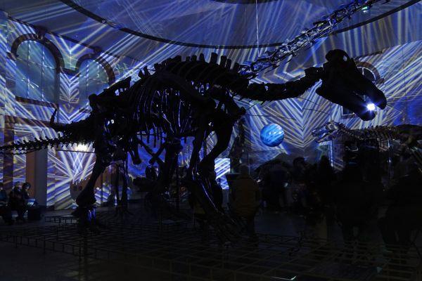 Dino frisst Scheinwerfer bei Luminale 2012