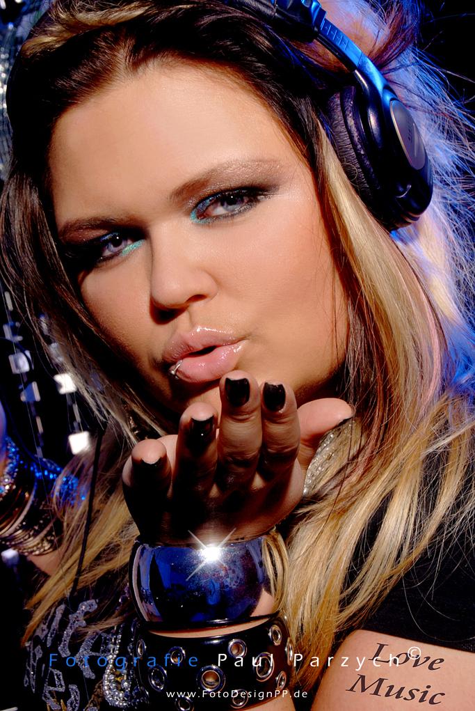 Disco Girl loves Music