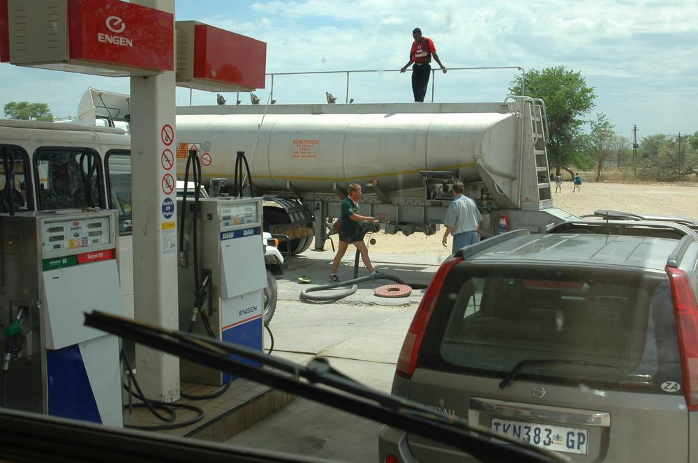 Divundu, warten auf petrol