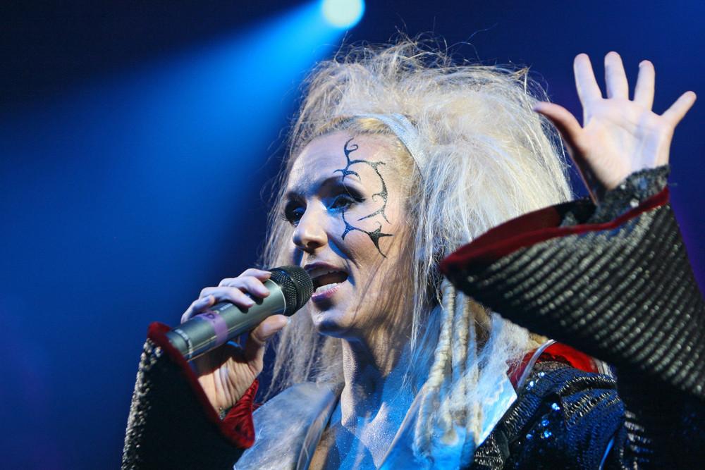 """DJ Bobo, """"Vampires Alive"""", Sängerin"""