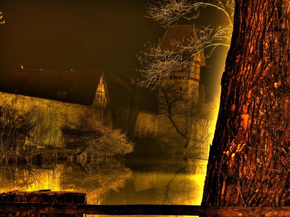 DKB - Stadtmauer bei Nacht