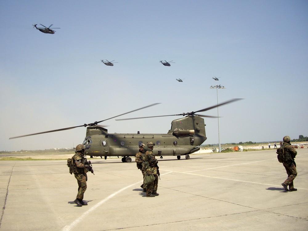 DLO-Soldaten vor britischer Chinook