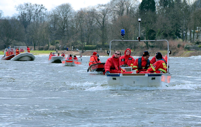 DLRG Rettungsboots-Staffel auf dem Rhein