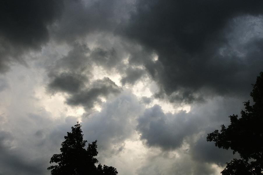 Doch jetzt ist mein Blick hinauf zum Himmel sorgenvoll...