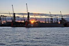 Dock 10 brennt....