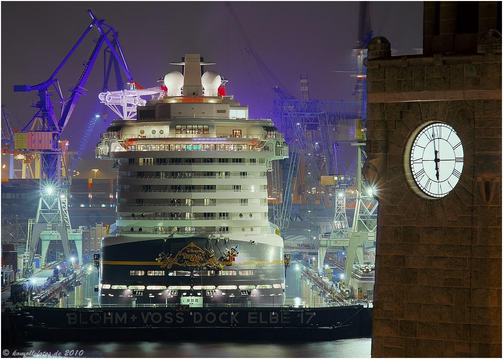 "Dock 17 mit ""Disney Dream"" um 17:58 Uhr"