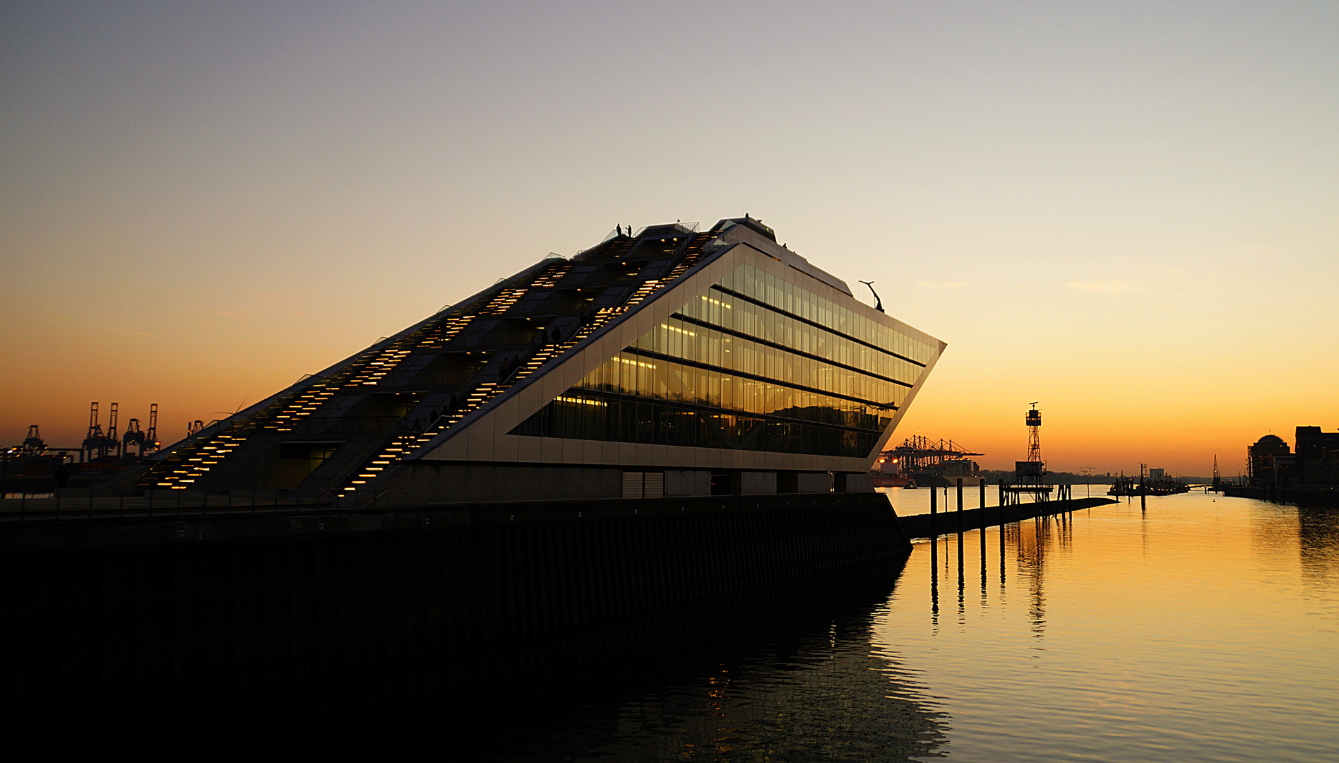 Dockland am Abend 2