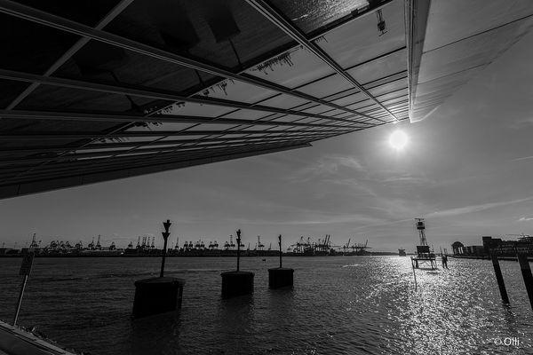 Dockland an der Elbe .....