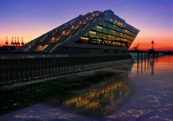 Dockland, Eisschollen und Sonnenuntergang ...