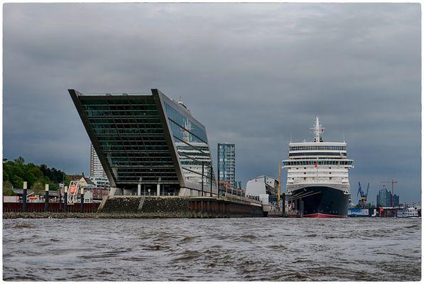 Dockland mit Queen Elizabeth